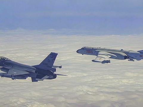 台湾军方派战机驱离闯入防空识别区中国军机
