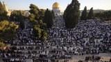 2020年7月30日耶路撒冷老城的穆斯林民众在宰牲节来临之前祷告。(美联社)