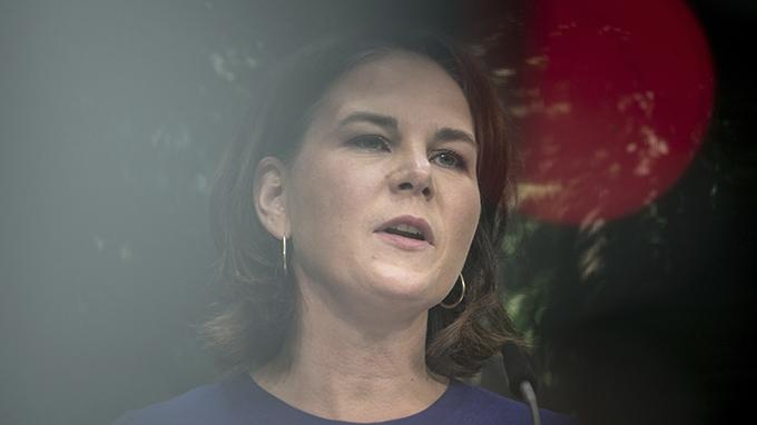 """德国绿党候选人贝尔博克(Annalena Baerbock)抨击默克尔领导的联邦政府""""对专制政权太软弱"""",导致中国、俄罗斯等国坐大。(美联社图片)"""