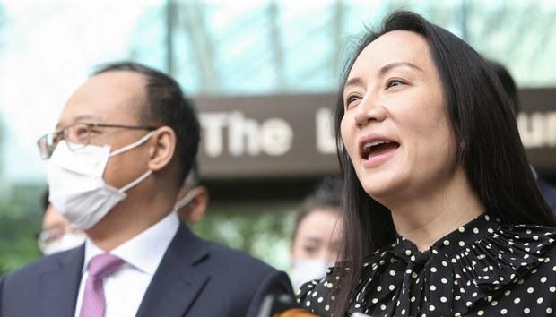 2021年9月24日,加拿大温哥华,华为首席财务官孟晚舟参加听证会后对媒体发表讲话。