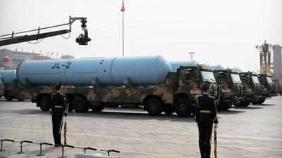 中国今年的国防预算达一万三千多亿元人民币,比去年增长6.8%。图为,2019年中共建政70周年的十一阅兵展示巨浪2型潜射洲际弹道核导弹。