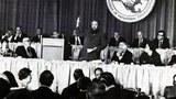 图:索尔仁尼琴,苏共囚徒、俄国杰出哲学家、史学家、异议作家1975年6月末应邀在美国劳联-产联演讲,披露苏联血腥秘闻,警示西方让步恶果。