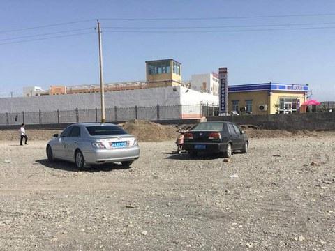 一个新疆再教育营。
