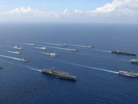 美英日等多国3艘航母共17艘舰船在冲绳西南海域实施大规模联合训练。中国被迫战略转向应对。