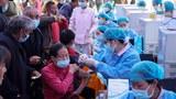 图为,重庆民众接种疫苗。