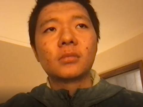 因网络言论被重庆警方网上追逃的00后青年王靖渝。
