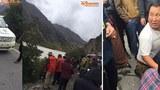17日从中国境内传出数张照片,在西藏结古(今青海玉树),中共将一位叫日扎的藏人追逃进金沙江里,而一位叫喜饶嘉措的藏人中枪受重伤。