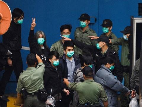 """香港警方在2月28日以""""串谋颠覆国家政权罪""""正式起诉47名参与去年民主派初选的人士"""